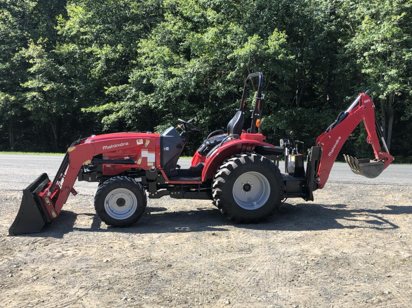 2017 Mahindra 1526 HST Tractor w/ Loader & Backhoe & Extras
