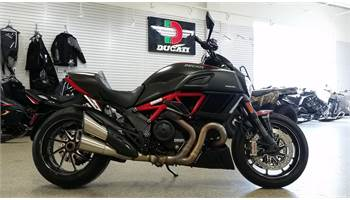 2015 DIAVEL CARBON