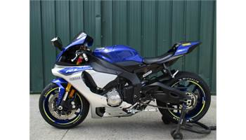 2015 FOR SALE 2015 YAMAHA YZF R1. LIKE NEW LOW MILES