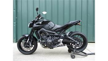 2016 FOR SALE 2016 YAMAHA FZ 09. LIKE NEW LOW MILES
