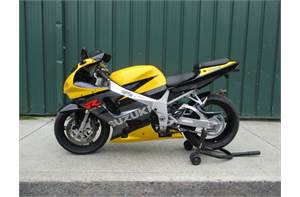 GSXR 750 NICE BIKE WITH LOW MILEAGE COMES WITH AN AFTERMARKET EXHAUST, FRAME SLIDERS, AND SMOKE WIND