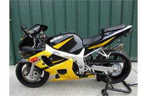 GSXR 600 SUPER NICE LOW MILEAGE BIKE WITH EXTRAS LIKE A YOSHI EXHAUST, SMOKE WINDSHIELD AND INTEGRAT