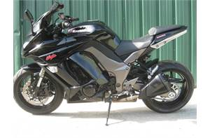 NINJA ZX1000 BLACK ALL STOCK EXCEPT FOR A SMOKE WINDSHIELD AND INTEGRATED TAIL LIGHT KIT.  NEWER TIR