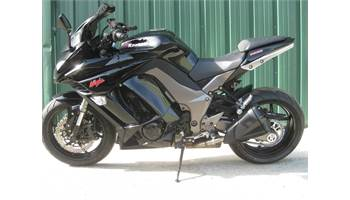 2011 NINJA ZX1000 BLACK ALL STOCK EXCEPT FOR A SMOKE WINDSHIELD AND INTEGRATED TAIL LIGHT KIT.  NEWER TIR