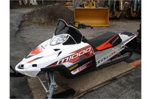 "M1000 SE SNOW PRO 162"" TRACK SP WITH REVERSE. ONLY 250 MILES LIKE NEW"