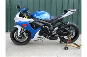 GSX-R750  SUPER CLEAN STOCK WITH LOW MILES! COME RIDE THIS ONE HOME TODAY