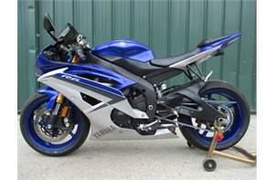 YZF R6 - SAVE $ OVER NEW.  SUPER NICE WITH LOW MILES