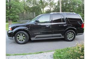 LINCOLN NAVIGATOR LUXURY 4WD CLEAN WITH SUPER LOW MILES!