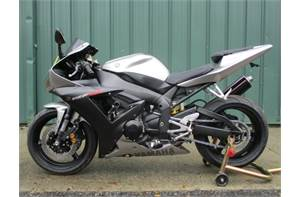 YZF R1 CLEAN BIKE WITH A MICRON EXHAUST AND SOME EXTRAS