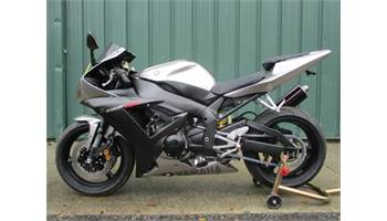 2003 YZF R1 CLEAN BIKE WITH A MICRON EXHAUST AND SOME EXTRAS