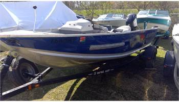 2008 165 Classic side console with 60hp 4 stroke Mercury,  Handy man's special!!