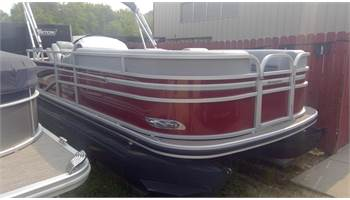 2019 REATA 200C Cruise pontoon with 90HP Mercury Fourstroke! Price includes freight and prep!!