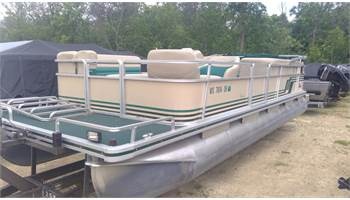 1995 240 CLASSIC Cruise pontoon w/110HP Johnson