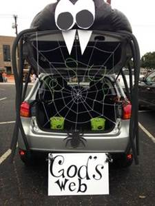 35431c51a3f9e5e23d083c645943757f--trunk-or-treat-car-decorating