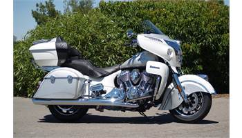 2018 Roadmaster® - Pearl White/Star Silver