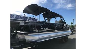 2018 Ambassador Rear Lounge 27' w/ 400HP Mercury Racing! Has engine warranty Til June 2021