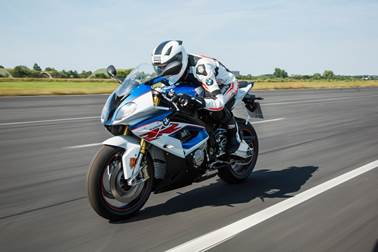 2017-bmw-s1000rr-review-26