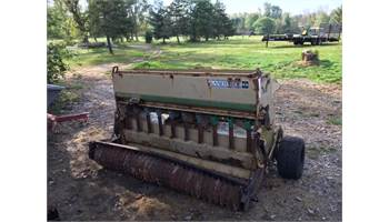 1572 Solid Stand Seeder