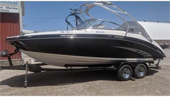 2011 242 Limited S Sport Boat