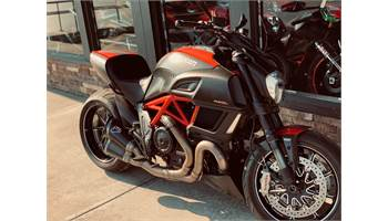 2015 Diavel Carbon - Red and Matt Carbon