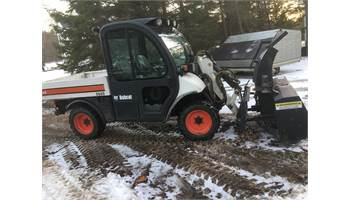 5600 Toolcat 4x4 Cab with Bucket & 5ft Front Snowblower *PRE-EMISSIONS*