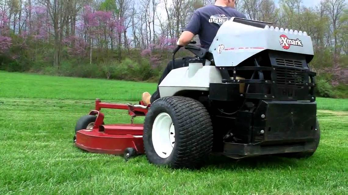 exmark zero-turn mower in Benton, IL