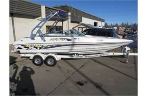BOATS 232 Interceptor Bowrider Purple
