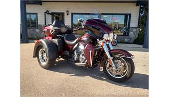 2015 FLHTCUTG Tri Glide® Ultra - Two-Tone Option