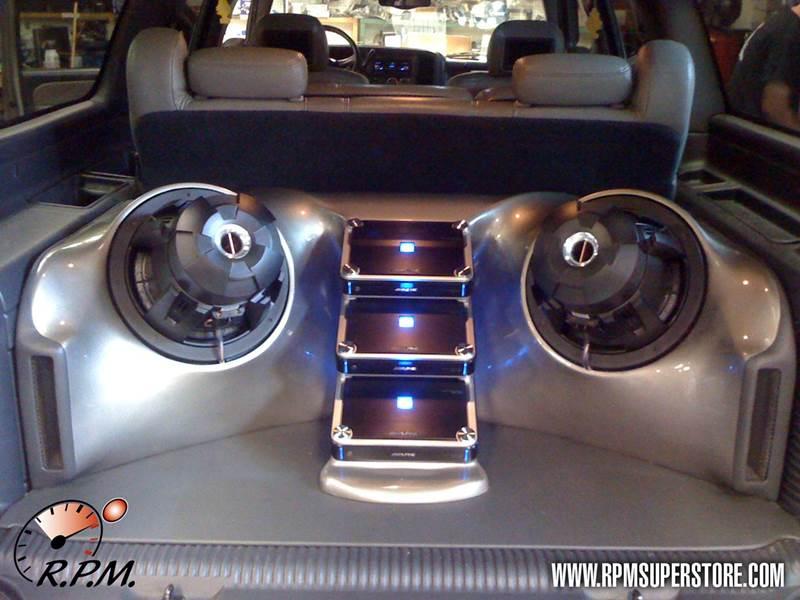 2001 Chevy Suburban W Custom Fiberglass Alpine Subwoofer Enclosure