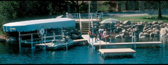 Piers 7 Boat Lifts Keith's Marina West Bend, WI (262) 334-9389
