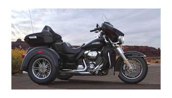 2018 Tri Glide® Ultra - Vivid Black Option