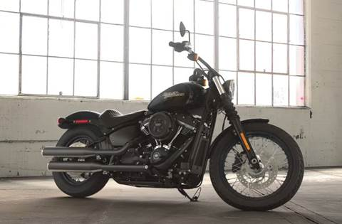 2018 Street Bob® - Vivid Black Option