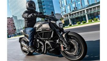 2018 DIAVEL CARBON