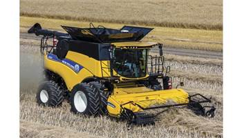 2018 CR Series - Tier 4B Twin Rotor® Combine CR6.90