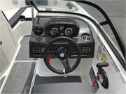 13555 2019 Bayliner VR5 cockpit helm