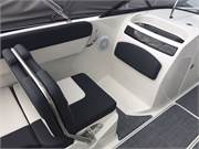 2019 Bayliner VR6 cockpit port seat