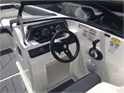 13516 2019 Bayliner DX2050 cockpit helm area