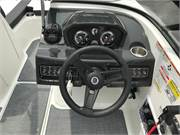 13585 2019 Bayliner VR5 cockpit helm