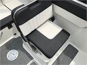 13585 2019 Bayliner VR5 cockpit port seat