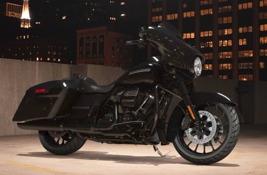 2018 Harley-Davidson® Street Glide® Special - Vivid Black Option