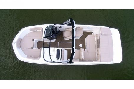 2018 Bayliner boat for sale, model of the boat is VR6 Bowrider & Image # 5 of 6