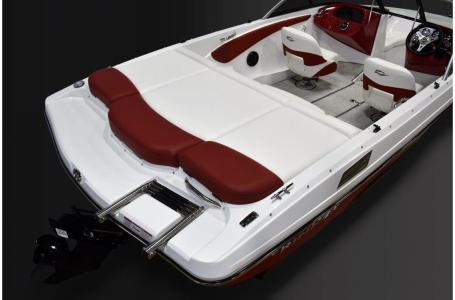 2019 Rinker boat for sale, model of the boat is 18QX BR / Stern Drive Model & Image # 4 of 7