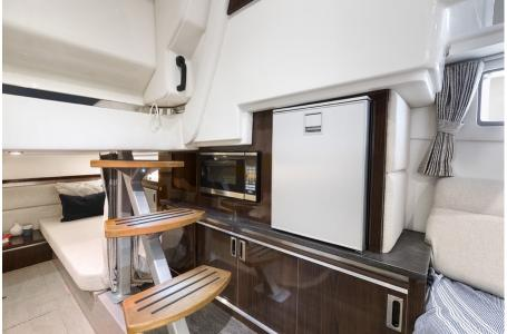 2019 Sea Ray boat for sale, model of the boat is Sundancer 320 & Image # 9 of 17