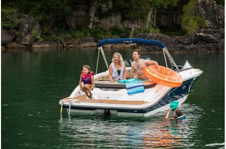 2019 Sea Ray boat for sale, model of the boat is SPX 210 & Image # 6 of 9