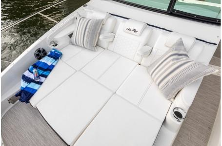 2019 Sea Ray boat for sale, model of the boat is Sundancer 320 & Image # 14 of 17