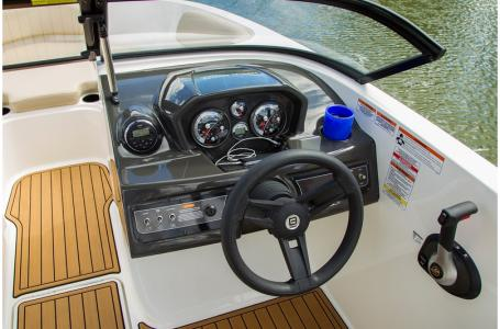 2019 Bayliner boat for sale, model of the boat is VR5 Bowrider & Image # 15 of 22