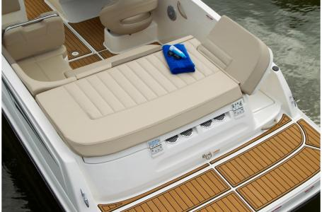 2019 Bayliner boat for sale, model of the boat is VR5 Bowrider & Image # 6 of 7