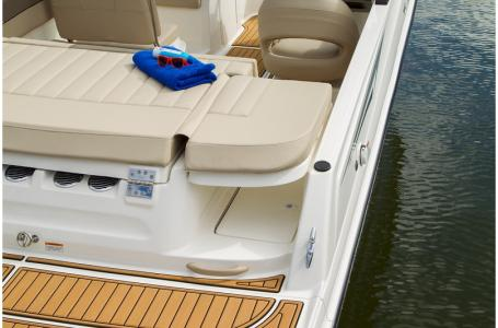2019 Bayliner boat for sale, model of the boat is VR5 Bowrider & Image # 4 of 7