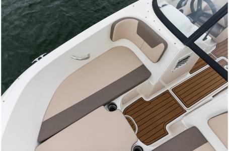 2019 Bayliner boat for sale, model of the boat is VR4 Bowrider & Image # 9 of 21