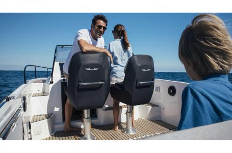 2021 Beneteau boat for sale, model of the boat is Flyer 8 SUNdeck & Image # 2 of 6